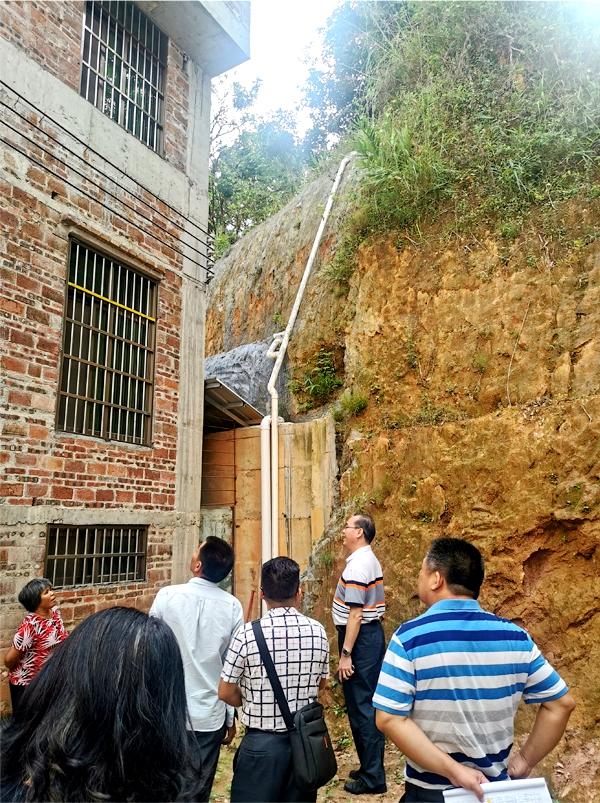 市住建局对挂点镇的削坡建房高危户进行检查督导1.jpg